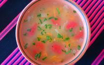 Жиросжигающий суп из сельдерея, капусты, лука, помидоров и болгарского перца